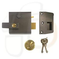 <b>Yale No.2 Auto Deadlocking Nightlatch</b>