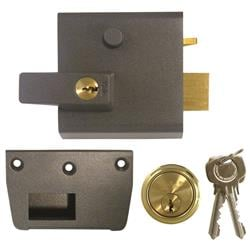 <b>Yale No.1  Auto Deadlocking Nightlatch</b>